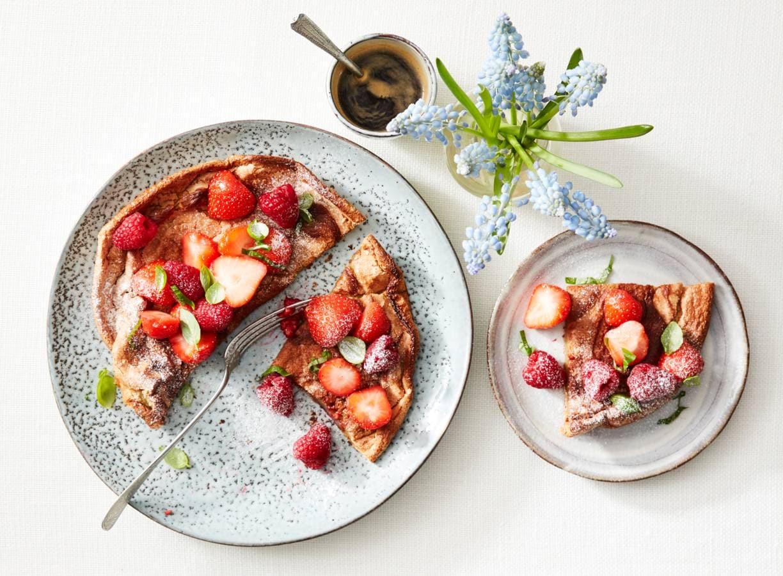 Schuimomelet met rood fruit en basilicum