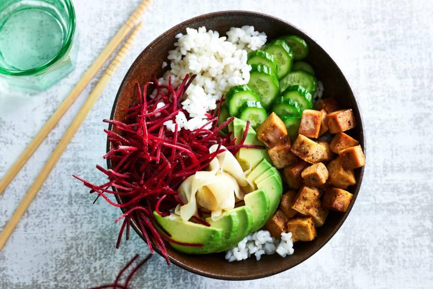 Sushibowl met tofu en avocado