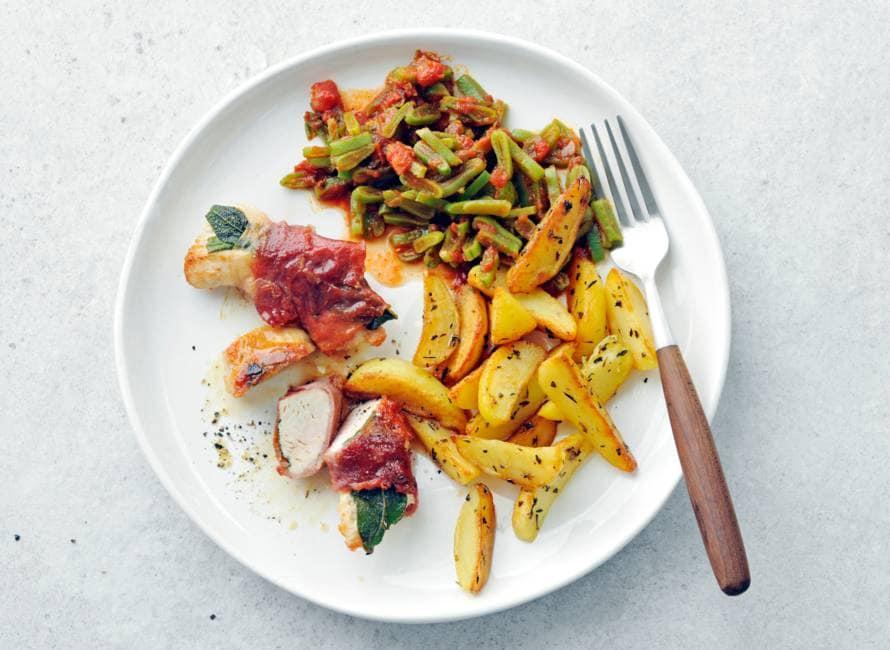 Kalkoensaltimbocca's met snijbonen en aardappelpartjes
