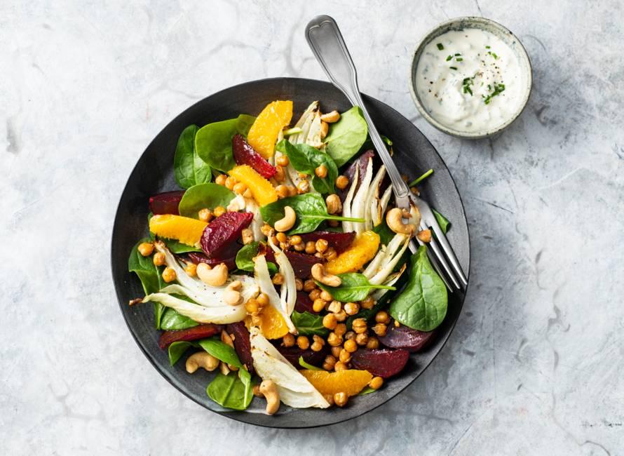 Geroosterde bietensalade met venkel, kikkererwten & cashewnoten