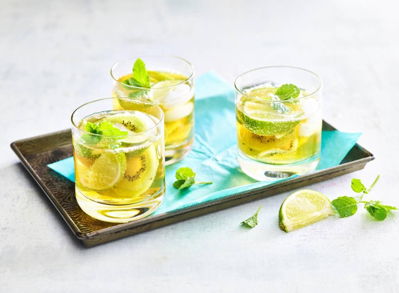 Mocktail met kiwi, limoen & gingerale