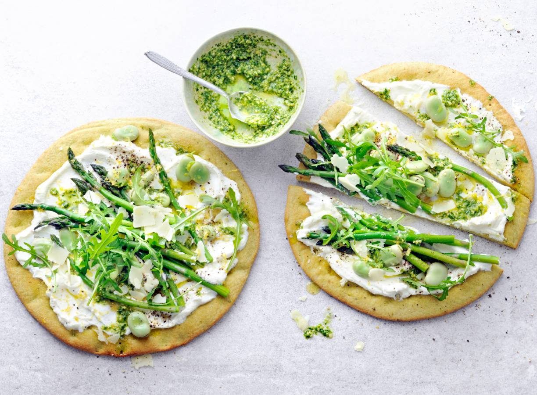 Groene voorjaarspizza