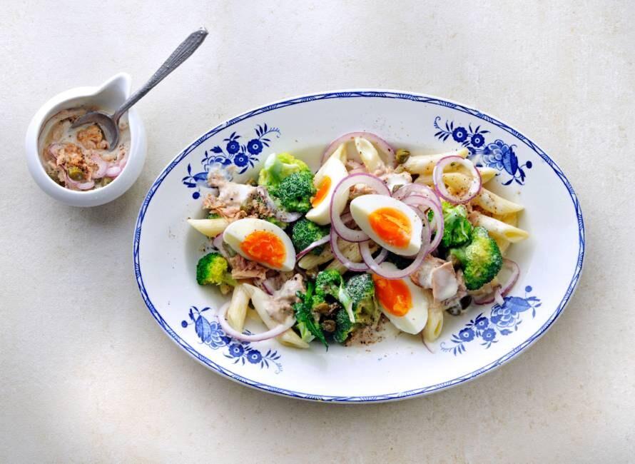 Pastasalade met broccoli en tonijnsaus