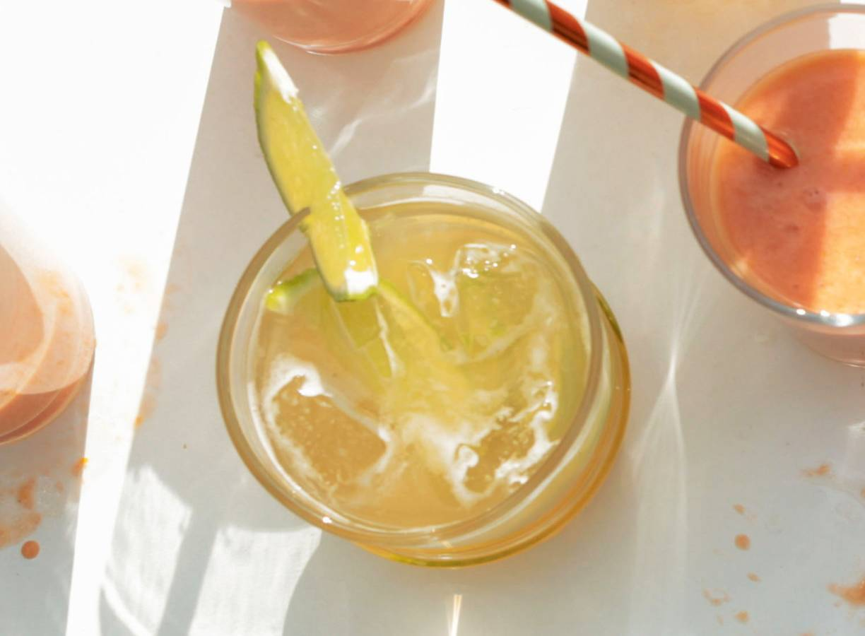 Alcoholvrije biercocktail met gember en limoen
