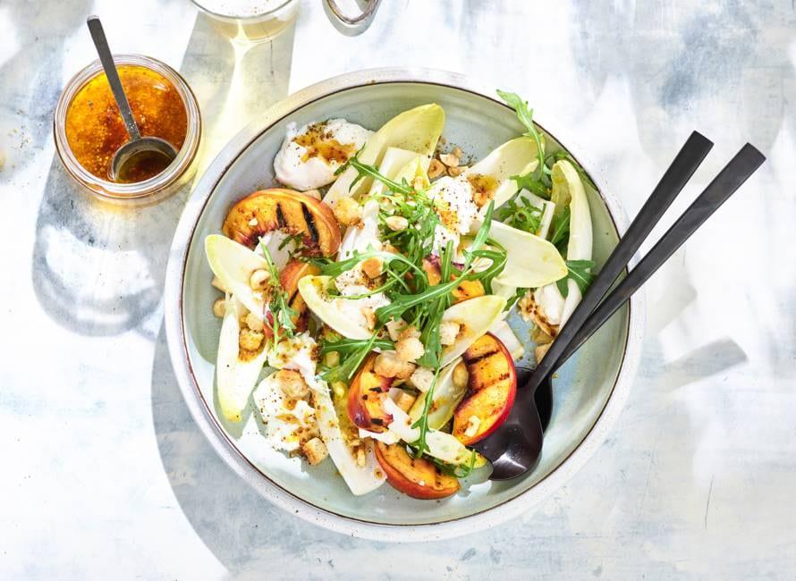 Burrata salade met geroosterde perziken van Jord Althuizen