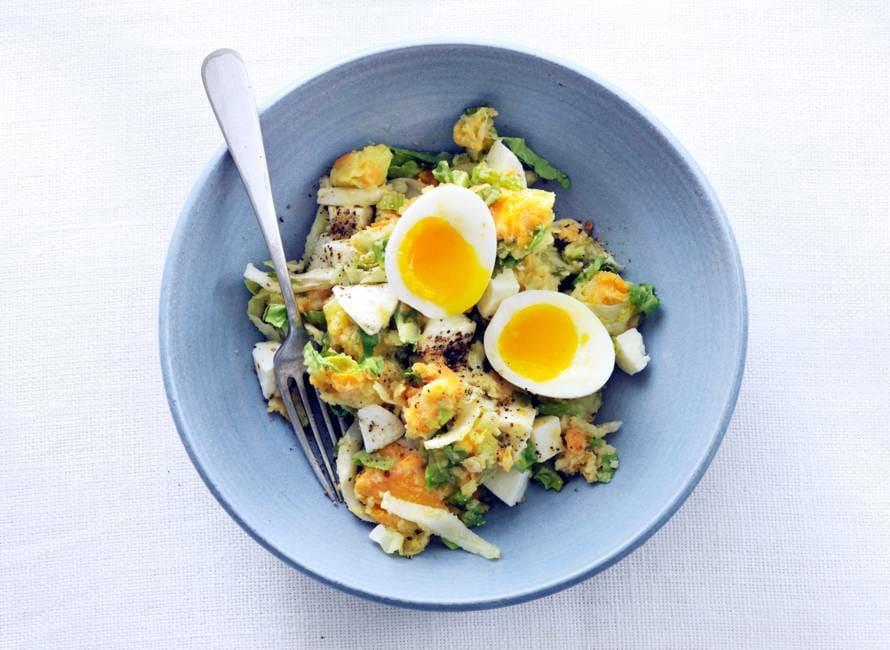 Stamppotje met andijvie en een gekookt ei