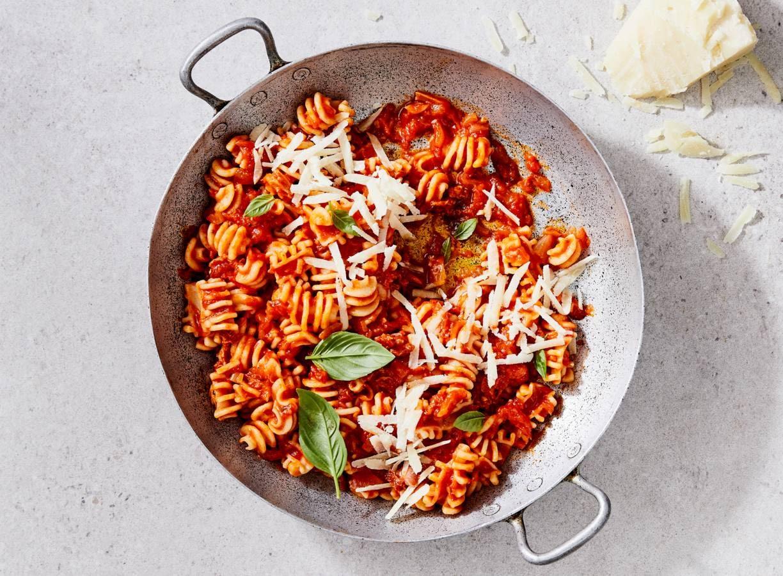 Pasta all'amatriciana (pittige tomatensaus met Pecorino)