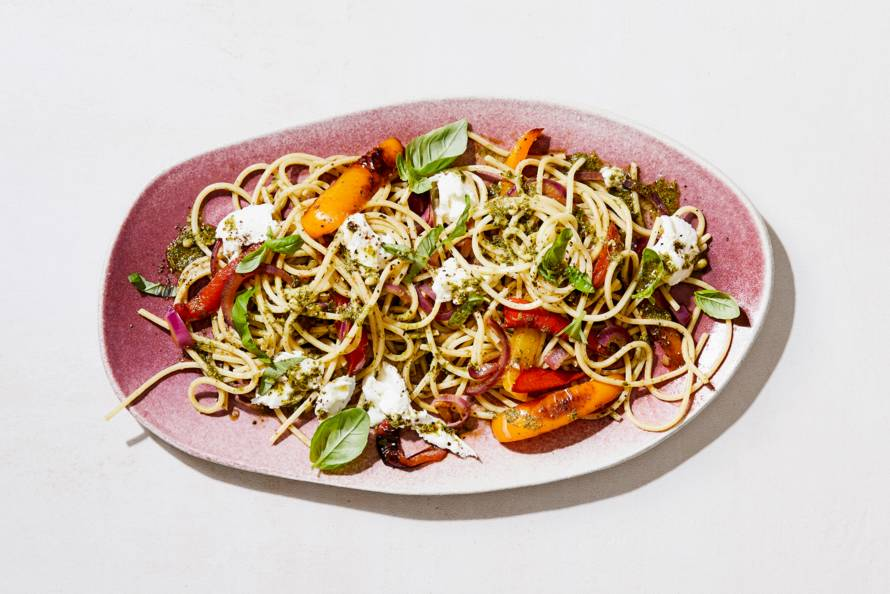 Spaghetti met paprika, pesto & buffelmozzarella