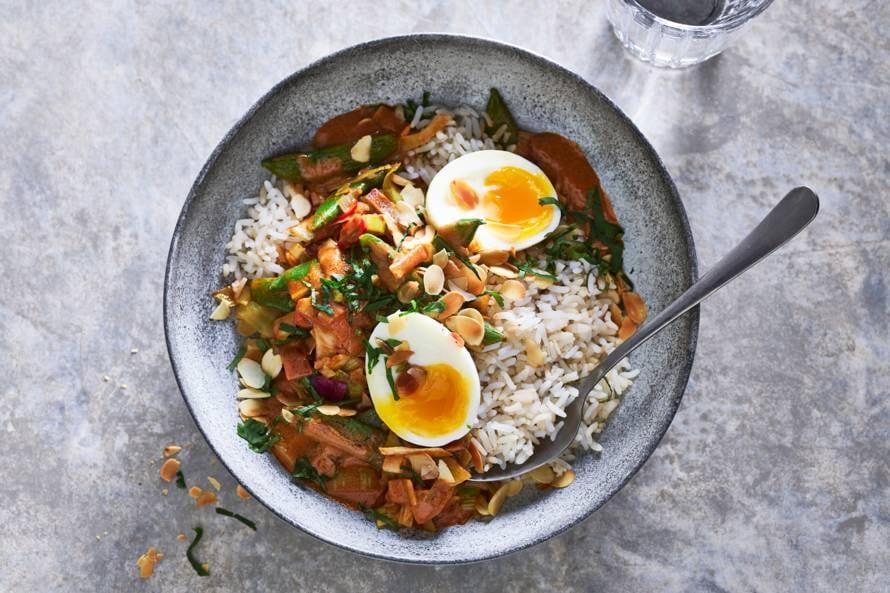 Pittige curry met halfvolkorenrijst& zachtgekookt ei