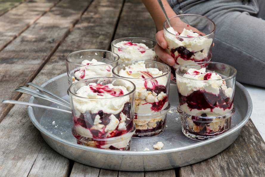 Eton mess trifle