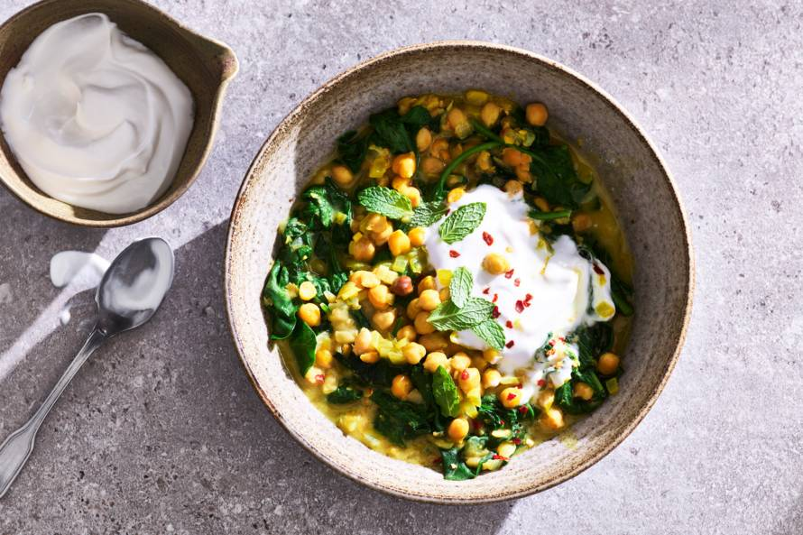 Kikkererwtenstoof met kokosmelk, kurkuma en spinazie ('the stew')