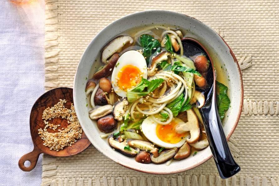 Vegetarische noedelsoep met shiitake en paksoi