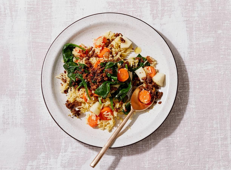 Pilav met peer, rozijnen en spinazie