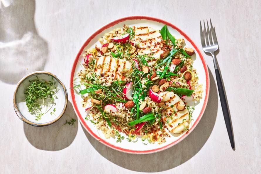 Quinoa met halloumi en peultjes