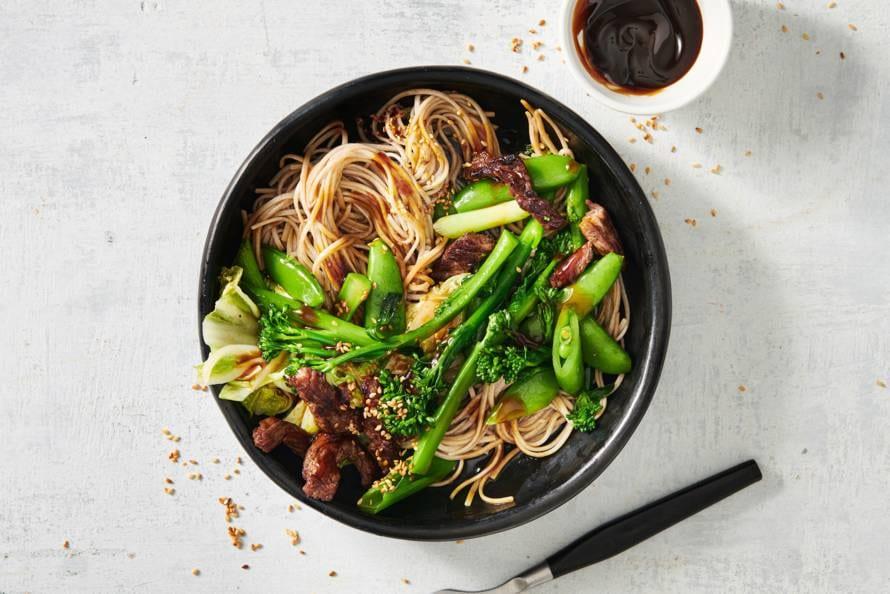 Stir-fry met sugarsnaps, biefstuk en oestersaus