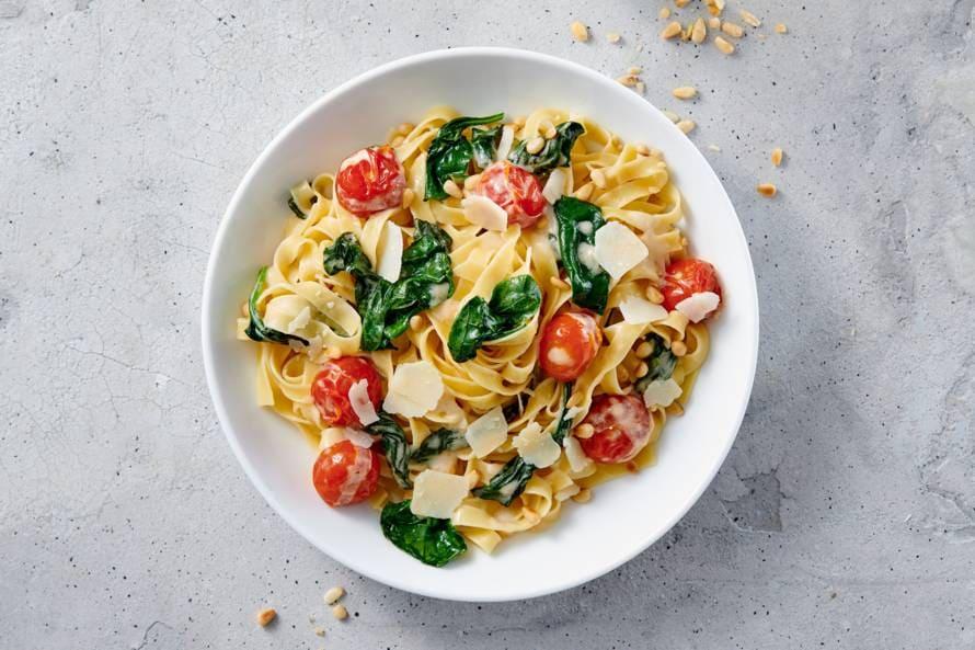 Tagliatelle met Italiaanse kaassaus en spinazie