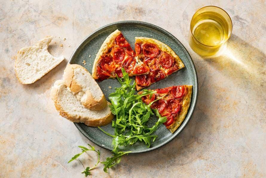 Italiaanse ricotta-omelet met gebakken tomaatjes