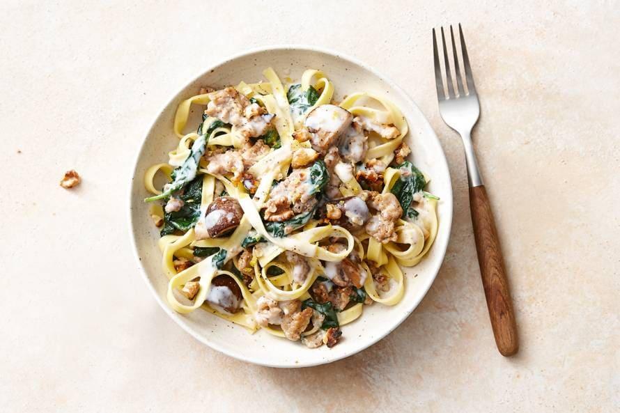 Romige tagliatelle met kip, champignons & walnoten