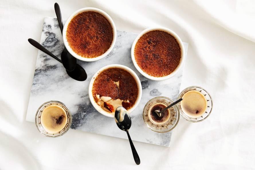 Crème brûlée met koffie en kardemom