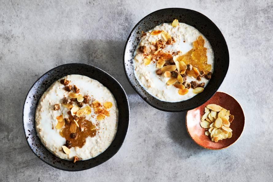 Overnight oats met kefir, gember en amandelschaafsel
