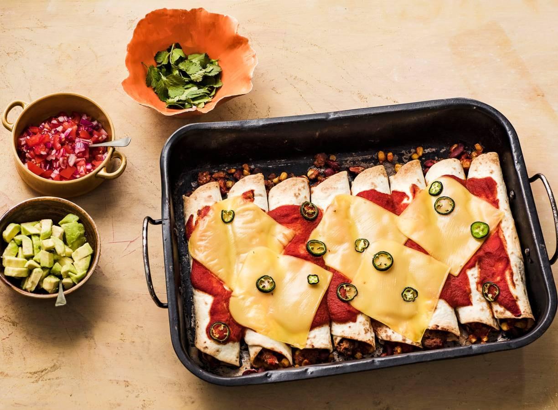Vegan enchiladas met pulled oats