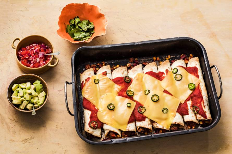 Vegan enchiladas met pulled oats