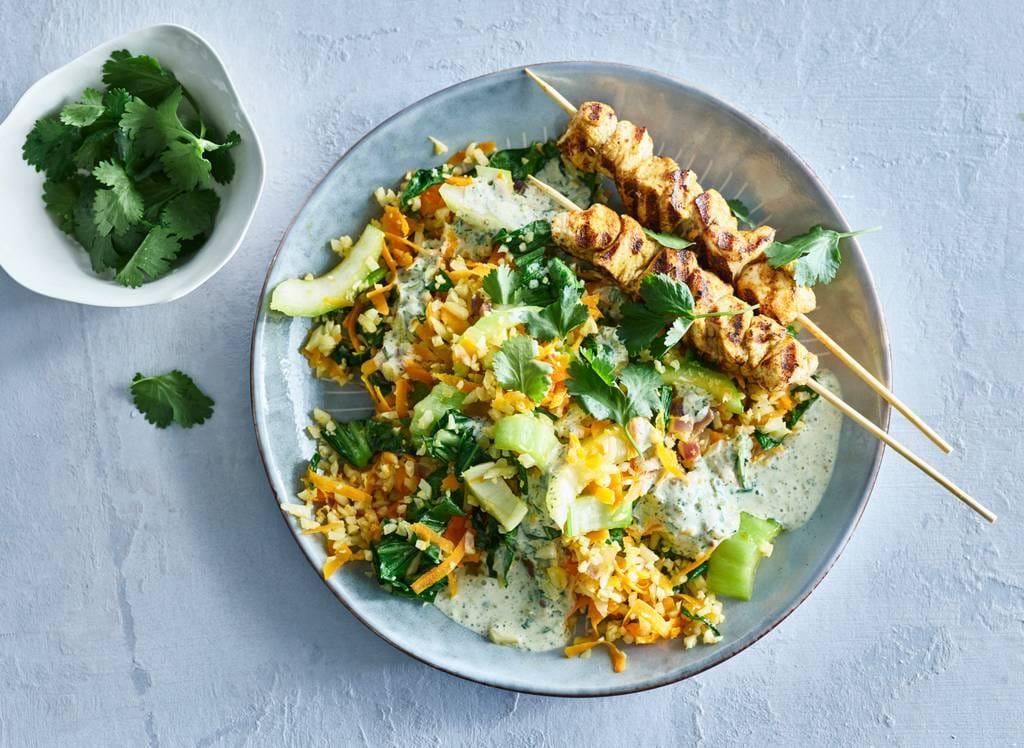 Thaise roerbak met kipspiesjes & groene-currydressing