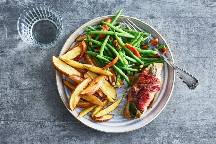 Varkenshaassaltimbocca met aardappelen & snijbonen