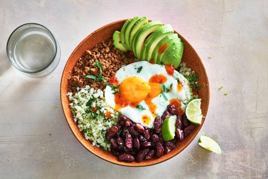 Burritobowl met kidneybonen, vegagehakt & munt-bloemkoolrijst