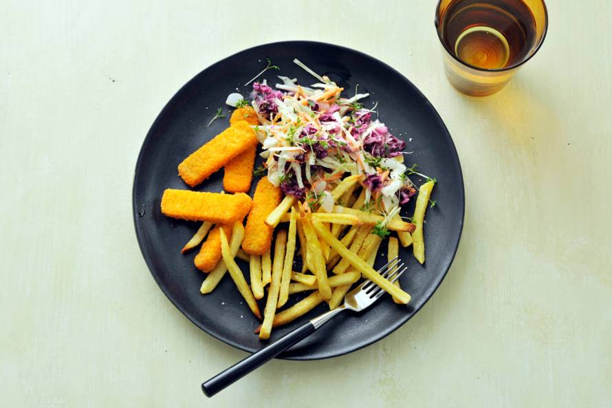 Vegan Fish Free sticks met ovenfriet & coleslaw