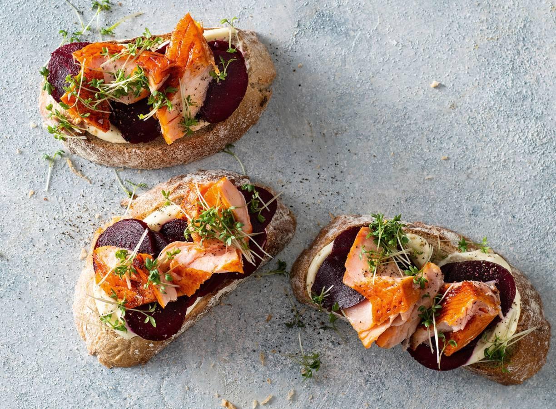 Roggebrood met zalm & venkelmayonaise