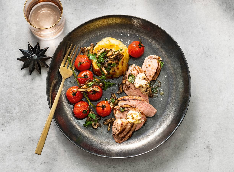 Truffelgratins met champignons, cherrytomaten & gegrilde varkenshaas