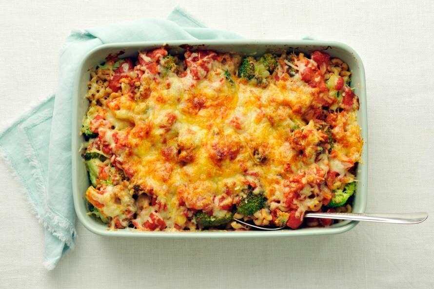 Macaronischotel met broccoli