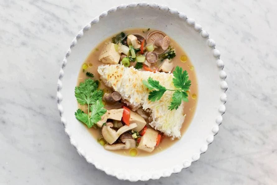 Thaise bouillon met paddenstoelen en tofu van Jamie Oliver