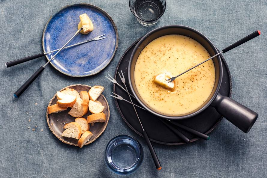 Zwitserse kaasfondue met grùyere en emmentaler