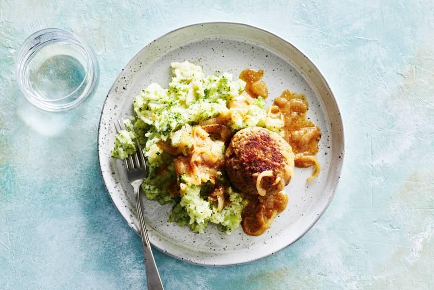 Broccoli-wortelpeterseliestamppot met gehaktbal & mosterdjus