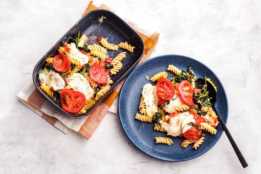 Eenpersoons leftover pasta ovenschotel