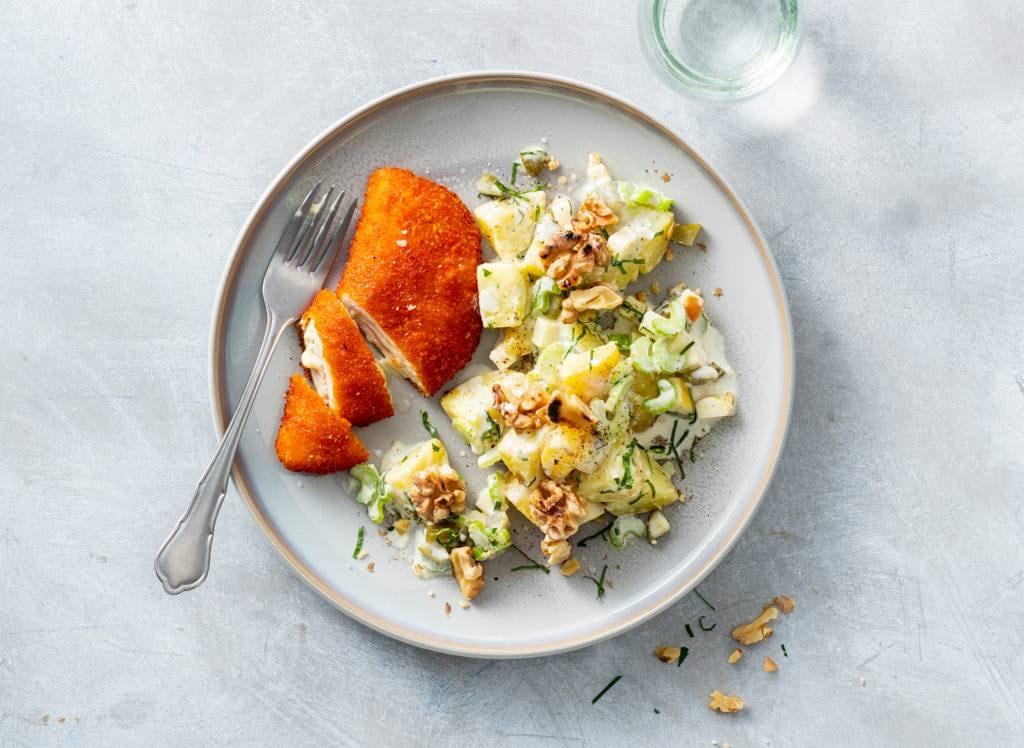 Cordon bleu met aardappel-selderijsalade & walnoten