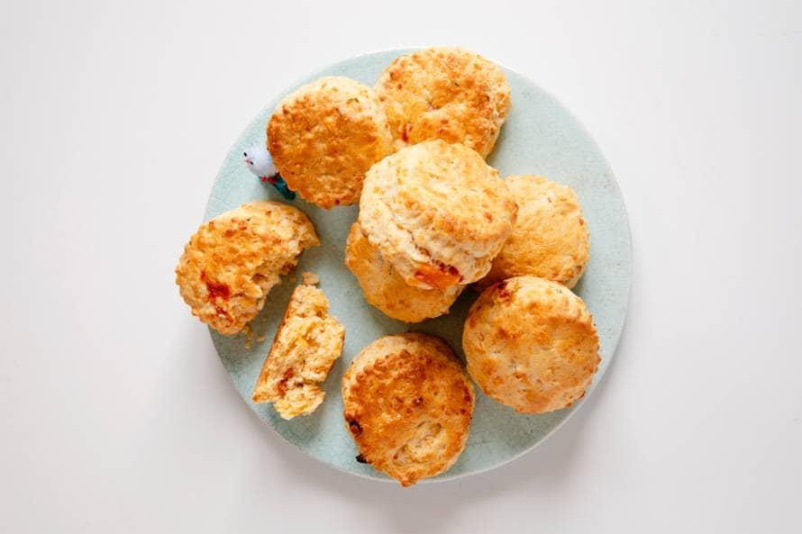 Hartige scones met tomaat en tijm