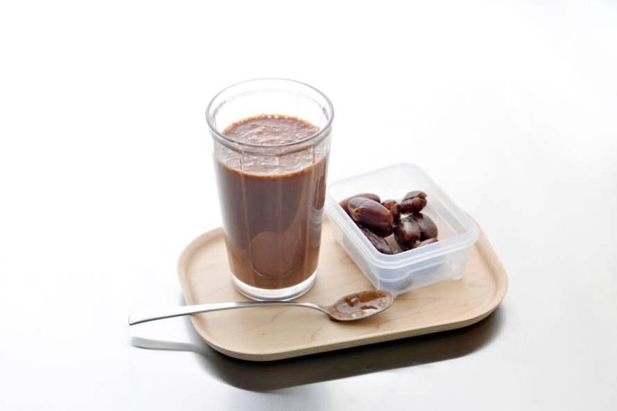 Smoothie met dadel, koffie en cacao