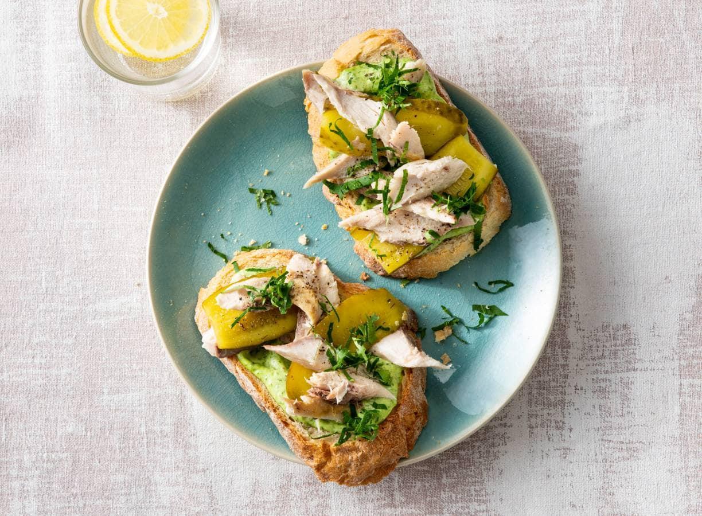 Makreelbroodje met augurk & peterseliemayonaise