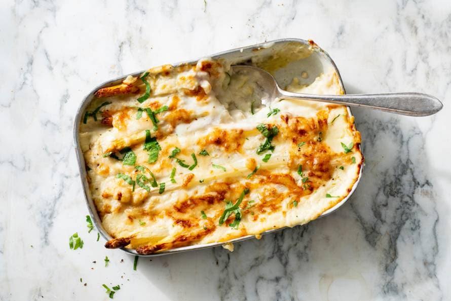 Image result for witte asperges ovenschotel met carbonara saus