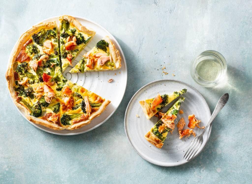 Quiche met broccoli en gerookte zalm