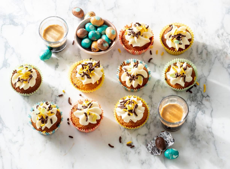 Cupcakes met chocoladepaaseitjes