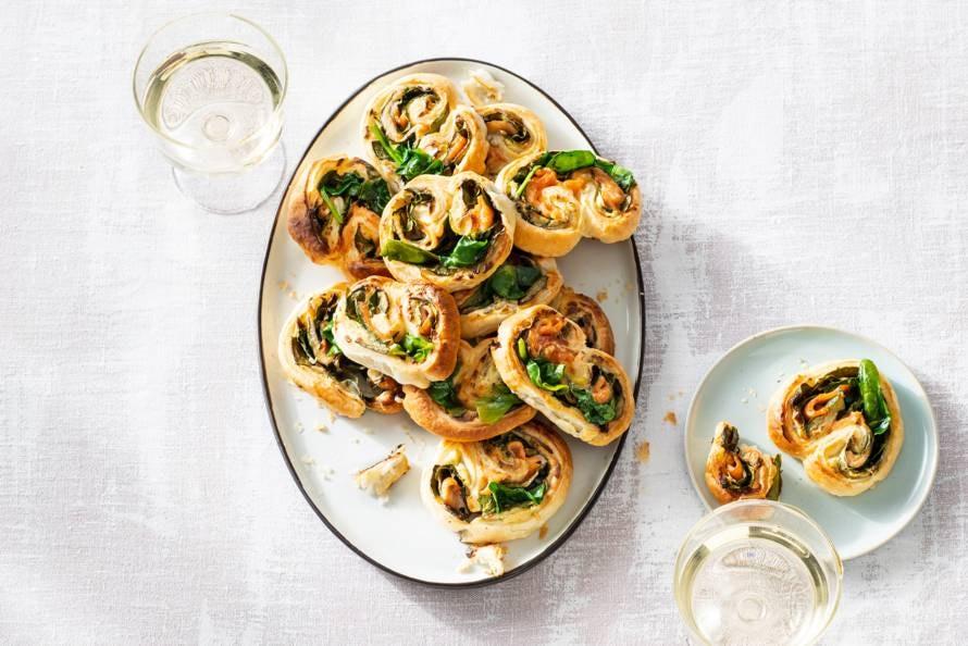 Bladerdeeghapje met zalm en spinazie