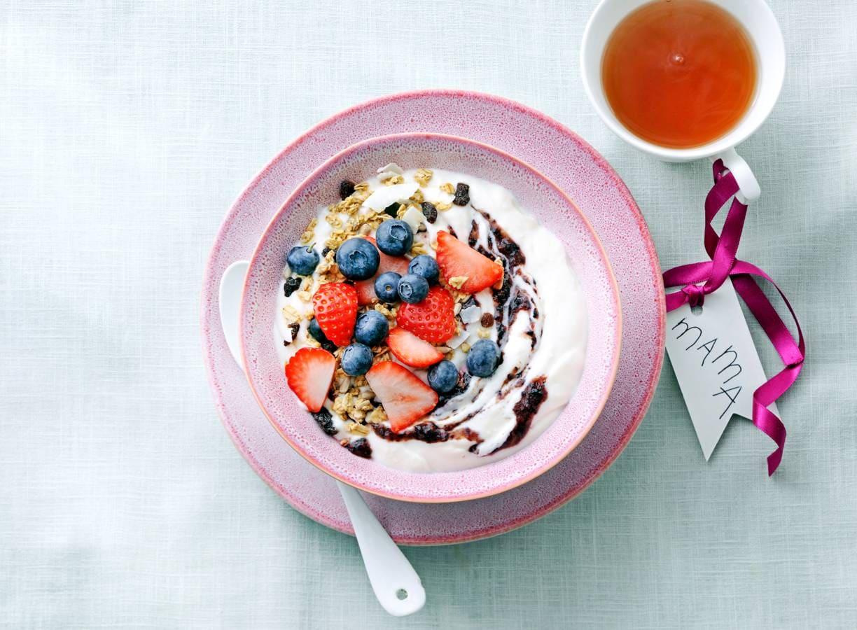 Amandelkwarqbowl met granola & fruit