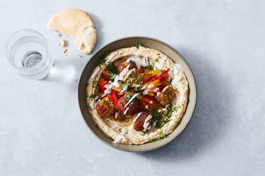 Hummus met gegrilde groente, falafel en tahinsaus