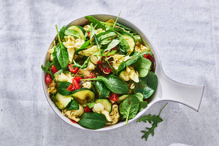 Pastasalade met spinazie, tomaat & rucola
