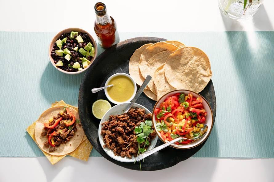 Tortilla's met pulled oats en bonen-avocadosalade