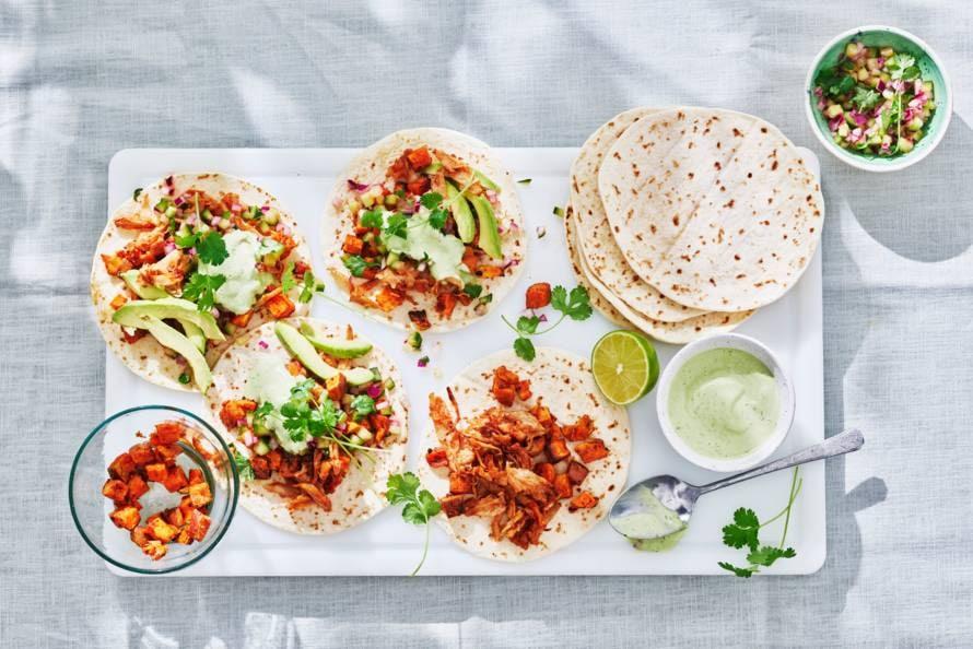 Tortilla's met zoete aardappel, avocado & pulled vega stukjes